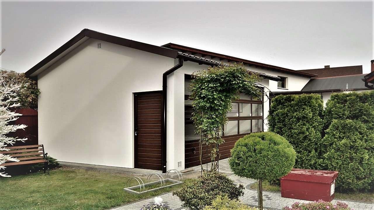 Garaż tynkowany Duo-Classic - przeszklona brama, 6,0 x 5,7 m